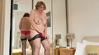 Camilla Creampie wears fishnets and masturbates until she nuts