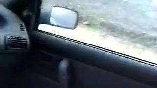 Coppia italiana in auto lui cornuto