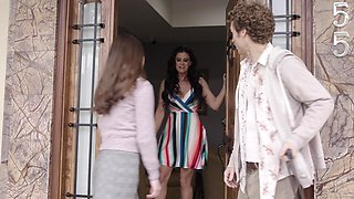 Quickie fucking in the kitchen with cheating wife India Summer