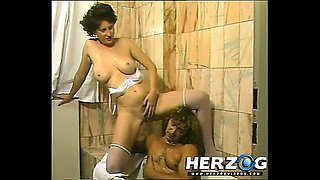 Classic hotie gives and gets oral pleasure