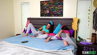 Extremely Wet Sisters - Bailey Base And Avery Moon