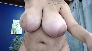 chubby 18yo babe proudly showing her stretch marks