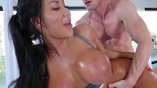 Oriental brunette with terrific figure gets porn job offer in gym