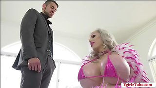 TS Juliette visits a dude house to fuck