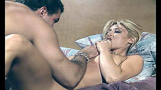 Closeup, Jill Kelly eats pussy & fucks