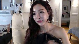 Sensual Korean camgirl in stockings shows her body