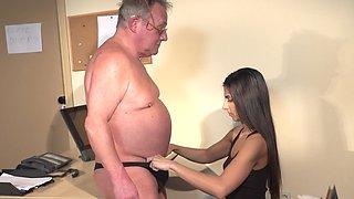 Old man deep fucks the new girl in hard scenes