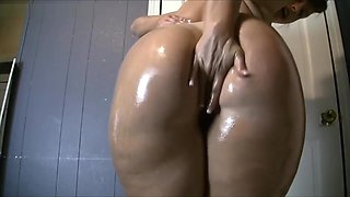 Oiled big ass chick dancing shaking booty