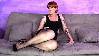 Redhead tears her nylons and licks feet