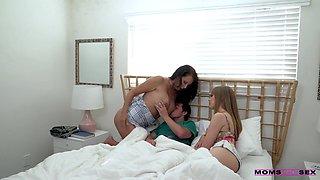 [MomsTeachSex] Haley Reed, Reagan Foxx - Stepmoms Bedtime Story [1080p]