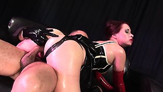 Latex babe enjoys a good dick inside her pussy