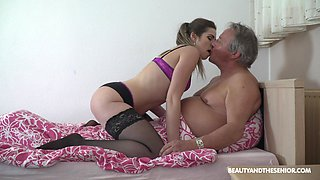 Hardcore mornig fucking between and old dude and nica ass Sarah Smith