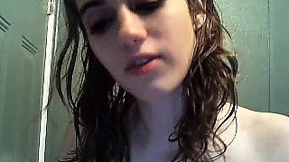 amateur jhulia cute fingering herself on live webcam
