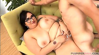 Busty Teacher Curvy Quinn Fucks Her Failing Student